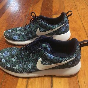 Nike Floral Roshe One